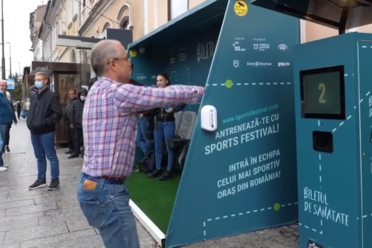 Emil Boc, surprins făcând genuflexiuni în centrul Clujului - VIDEO