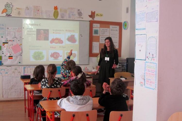 O clasă de la Liceul Elf s-a închis din cauza unor elevi cu COVID-19