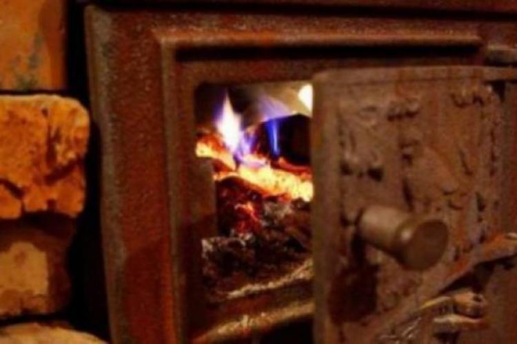 O bătrânică din Câmpia Turzii și-a ars din greșeală toată pensia. Din fericire mai sunt oameni de bine