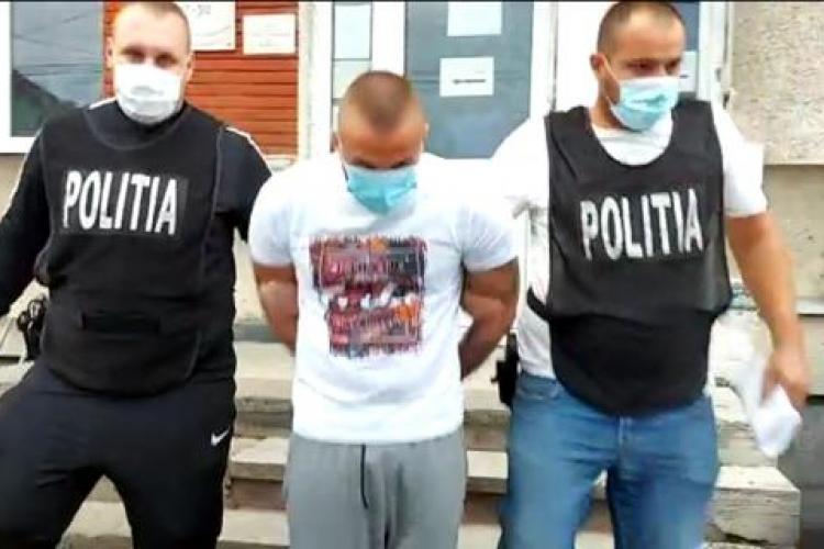 Două clanuri de romi din Baciu s-au luat la bătaie în fața sediului poliției