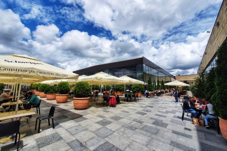 Foodcourt-ul Iulius Mall Cluj se mută pe terasa în aer liber (P)