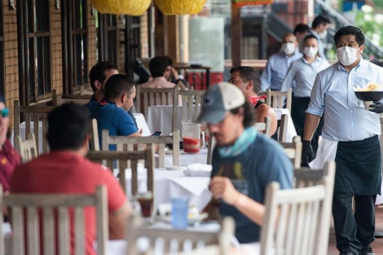 Un studiu arată că bolnavii de Covid au șanse duble de a lua boala de la restaurant