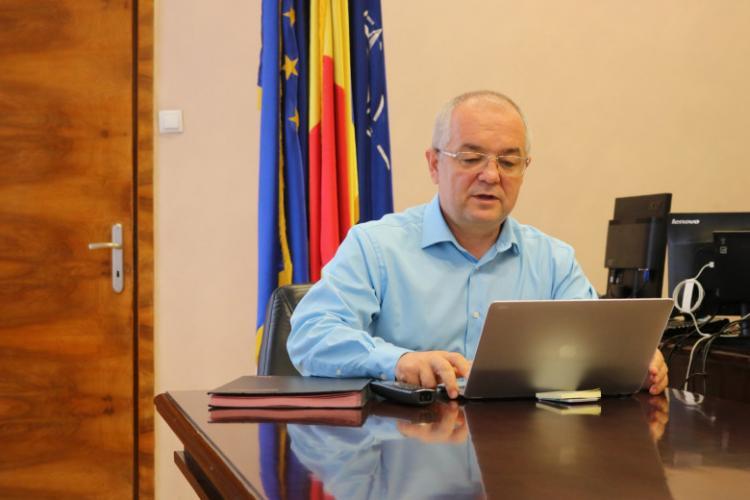 Emil Boc cere ajutorul clujenilor să nu ajungă să închidă restaurantele: Virusul COVID-19 e cât se poate de real