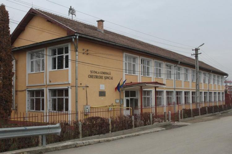 Școala din Florești trece pe scenariul galben, adică elevii vor face cursuri în sistem hibrid