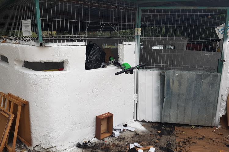 Trotineta electrica aruncată la gunoi în Gheorgheni. Lipsă de civilizație? - VIDEO