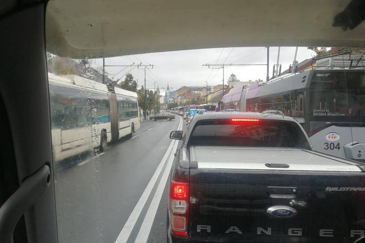 Haos în traficul clujean! Boc amenință firma Diferit: Dacă întârzie, în vecii vecilor nu mai lucrează la Cluj
