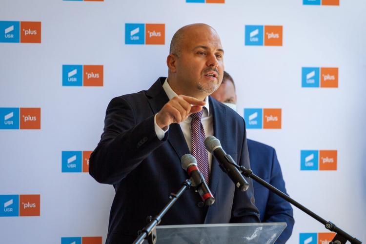 Emanuel Ungureanu: Vreți să începem școlile în siguranță? Atunci faceți ordine în vraiștea cu care comunicați, domnilor și doamnelor din administrație! (P)