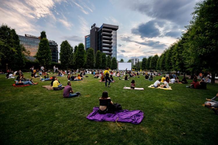 Weekend de toamnă, la Iulius Mall Cluj: proiecții de filme în aer liber, târg de nunți  și  surprize culinare (P)