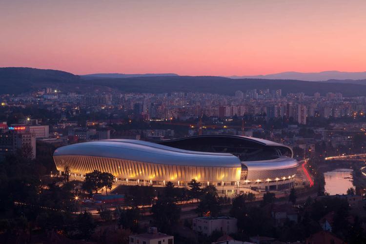 Petrecere COVID la Cluj Arena, în țara unde fiecare face ce vrea! Polițiștii au stricat cheful cu amenzi și dosare penale