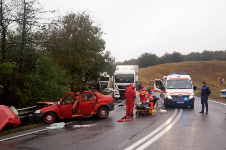 Accident mortal pe un drum din Cluj. Un șofer a intrat cu mașina într-un TIR FOTO/VIDEO