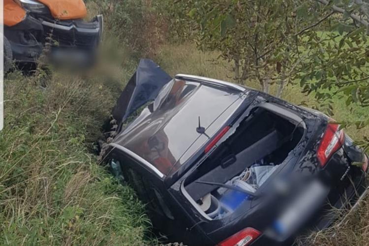 CLUJ: Accident la Tureni, unde un șofer de 71 de ani a intrat direct într-o autospecială de la Drumuri Naționale - VIDEO