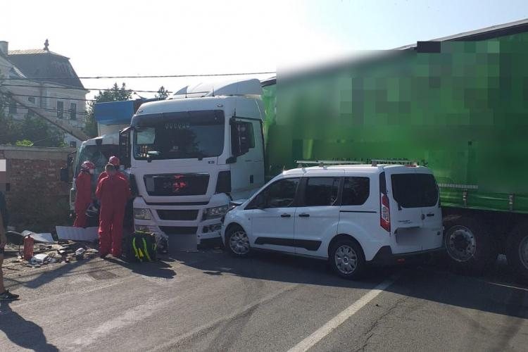 Accident GRAV între două TIR-uri și o mașină la Răscruci FOTO/VIDEO