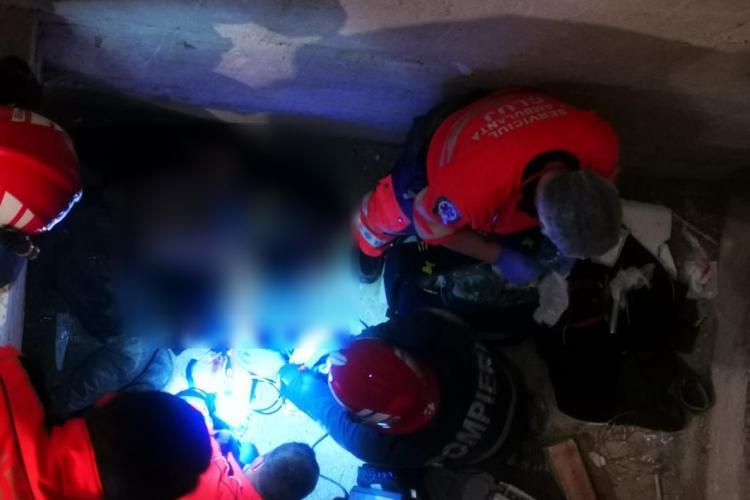 Clujean căzut în puțul unui lift, salvat de pompieri. A ajuns în stare foarte gravă la spital FOTO