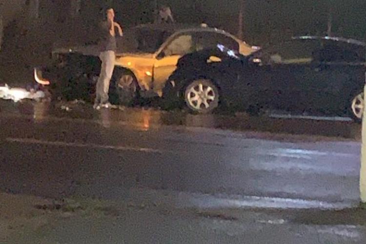 """Accident pe Bulevardul Muncii. """"BMW -ul e vinovat. O domnișoară a leșinat!"""" - FOTO"""
