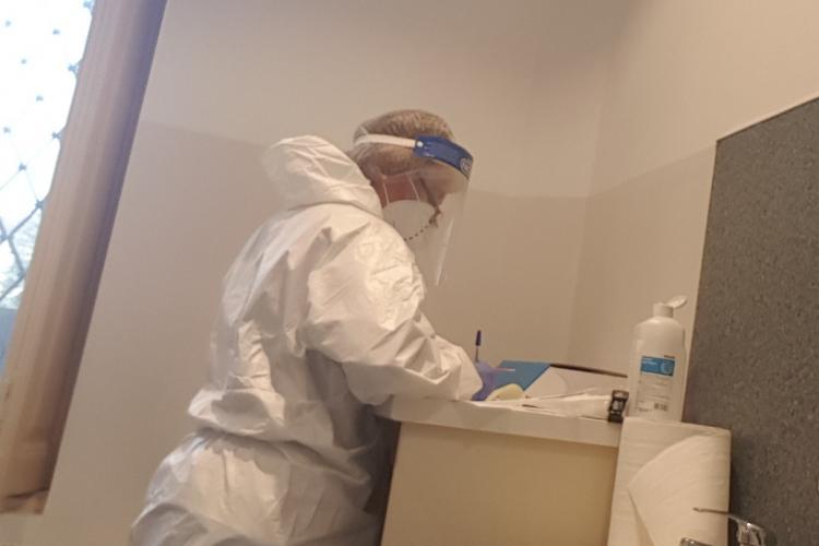 De ce e GOL la centrele de testare COVID, din Cluj. Personal medical EPUIZAT la centrul de pe Victor Babeș - FOTO