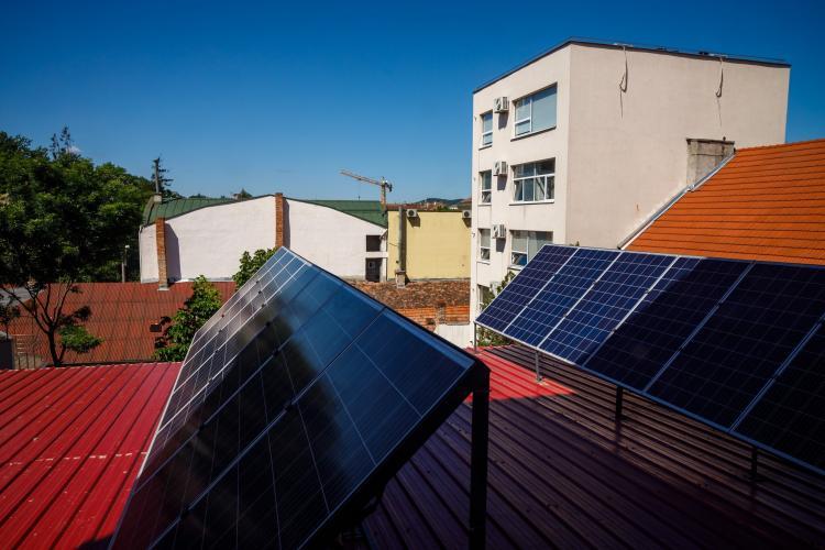 Primăria Cluj-Napoca montează 640 panouri fotovoltaice pentru 7 cădiri publice