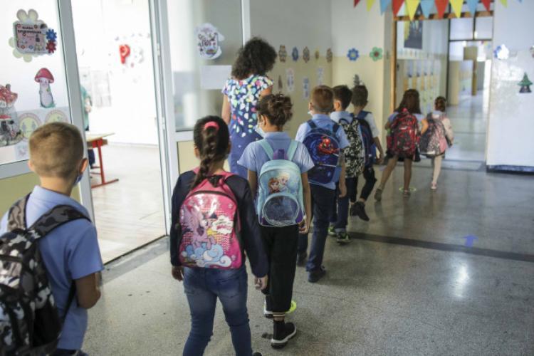 Un grup de părinți din Cluj cere redeschiderea școlilor. Completează AICI memoriul prin care se încearcă schimbarea lucrurilor