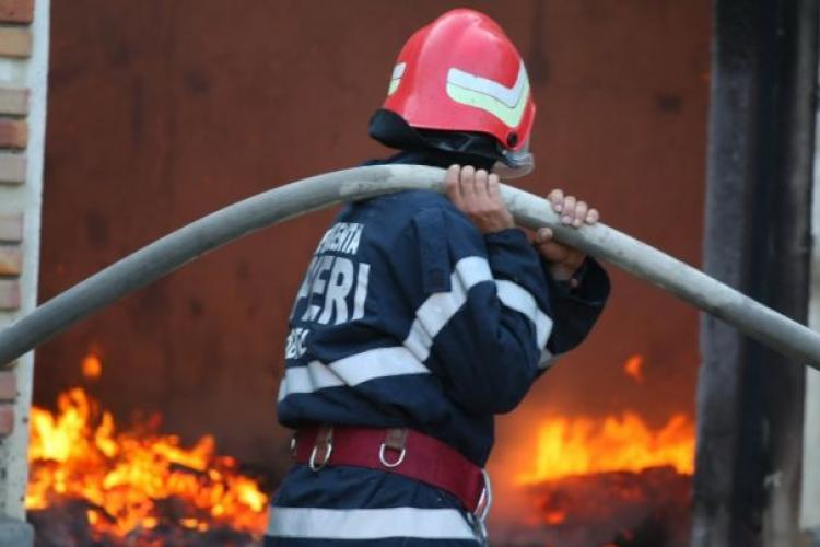 Incendiu la un apartament din Câmpia Turzii. O mama și copiii ei au fost evacuați