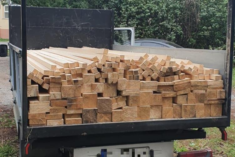 Transport ilegal de lemne depistat la Gilău. Șoferul a fost amendat FOTO