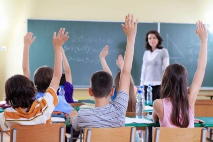 CLUJ: Peste 210 elevi și profesori din aproape 70 de școli au fost confirmați pozitiv cu COVID