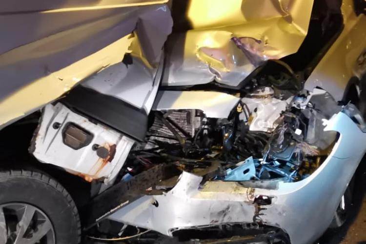 Accident grav în Dej! Două persoane au fost rănite - FOTO