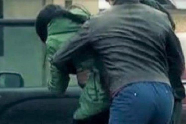 Două minore prinse de polițiști după ce și-au înscenat răpirea. Au mințit că sunt aduse la Cluj