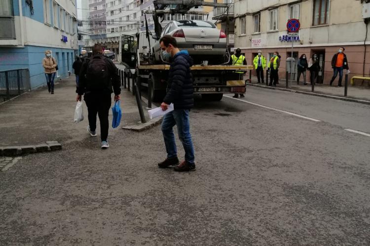 """""""Hingherii auto"""" din Cluj-Napoca au lăsat o stradă fără internet - FOTO"""
