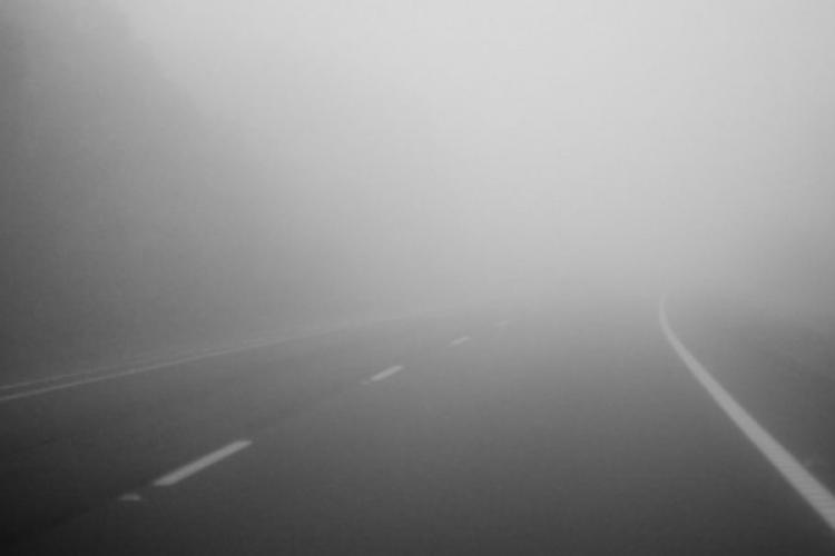 ATENȚIE, șoferi! Trafic îngreunat pe mai multe drumuri din Cluj și alte 5 județe din cauza ceții