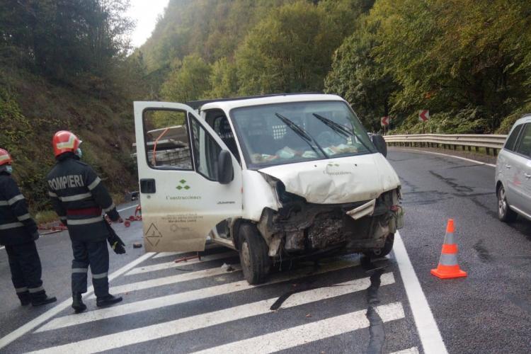 Accident cu o victimă la Bucea. Șoferul unei dube a ajuns la spital FOTO
