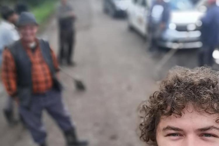Oamenii din Chidea, comuna Vultureni, fac clacă pentru a-și repara drumul, sătui de minciuni - FOTO
