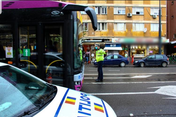 Polițiștii i-au luat în vizor pe clujenii care nu poartă mască în autobuz! Aproape 90 de călători au fost amendați
