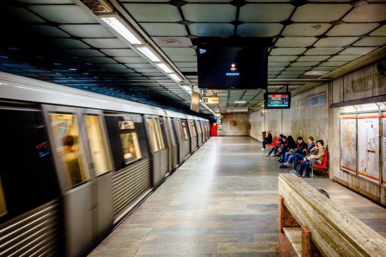 """Mesajul unei tinere revoltate după ce a fost """"pârâtă"""" că nu poartă mască în metrou. A ajuns să fie difuzată și la TV"""