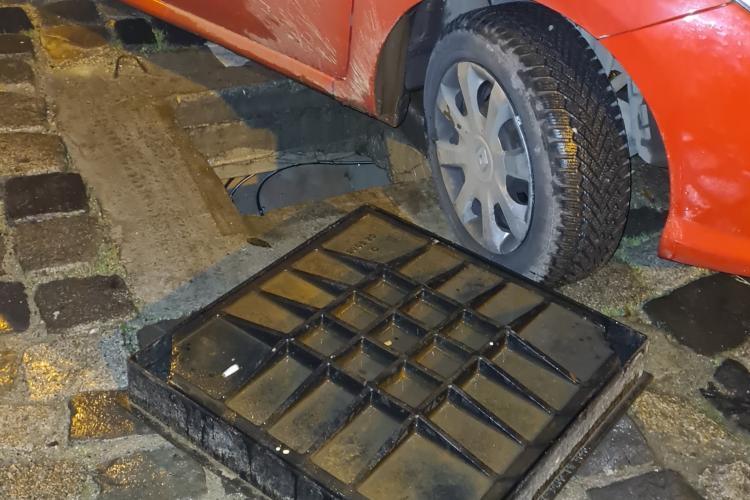 """Un clujean și-a avariat mașina într-un canal """"acoperit de formă"""" - FOTO"""