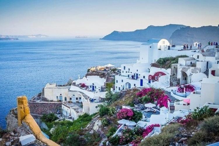 Grecia intră în carantină de sâmbătă! Decizia a fost luată după un număr mic de cazuri