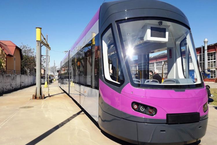 CTP Cluj pune în circulație primele 4 tramvaie noi, fabricate în România. Ce dotări au