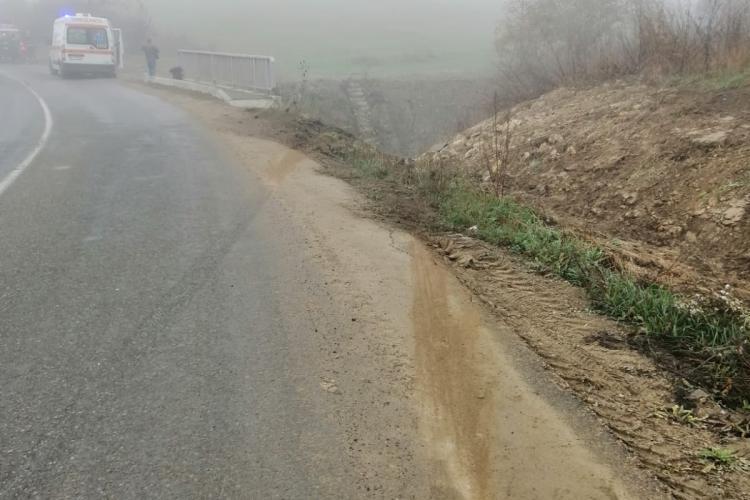 Accident cu trei victime pe un drum din Cluj. Un șofer s-a răsturnat cu mașina FOTO