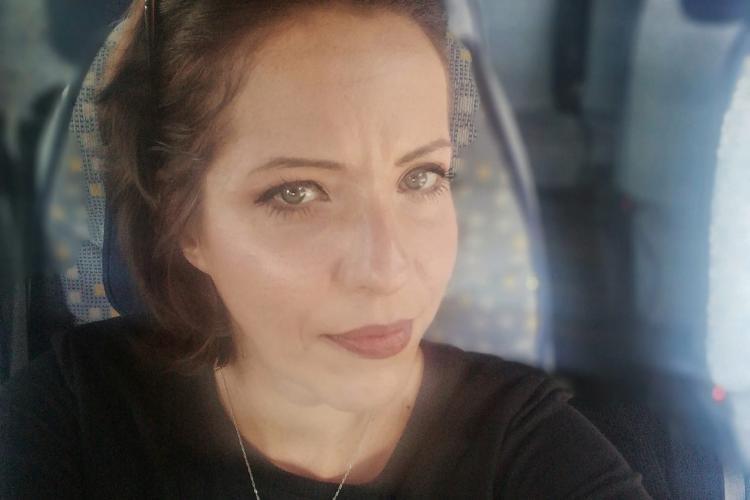 Bloggerița de turism care a făcut scandal la Cluj pentru că nu are condiții de carantinare COVID-19 este amenințată cu justiția