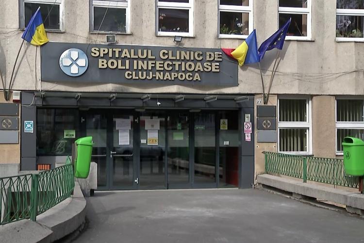 Bebeluș de 6 săptămâni tratat la Cluj pentru COVID. A fost adus de la Baia Mare