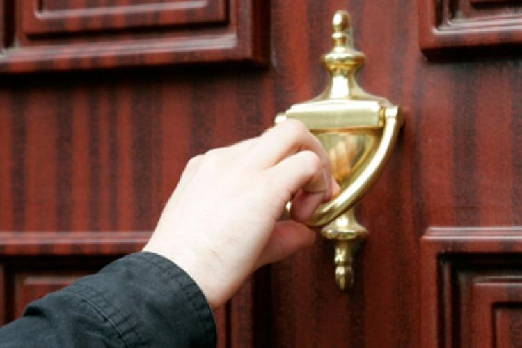 ATENȚIE cui deschideți ușa! Electrica Furnizare atrage atenția asupra unor practici înșelătoare