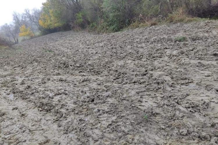 """Pietruiri de drumuri pe """"interes"""" în satul Berindu, comuna Sânpaul: """"Am fost. Am vazut. Am rezolvat - NU SE POATE"""" - FOTO"""
