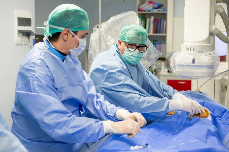 Avertismentul medicilor cardiologi: Din cauza pandemiei, pacienții cardiaci ignoră simptomele și ajung prea târziu la spital. Nu amâna vizita la cardiologi
