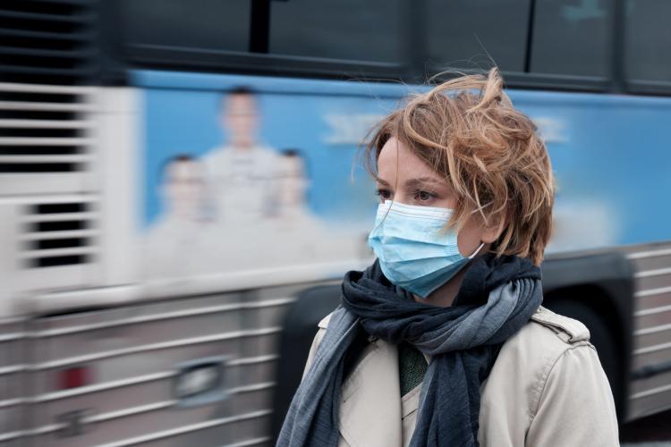Mai trebuie purtată masca dacă facem vaccinul anti-covid? Ce spun specialiștii