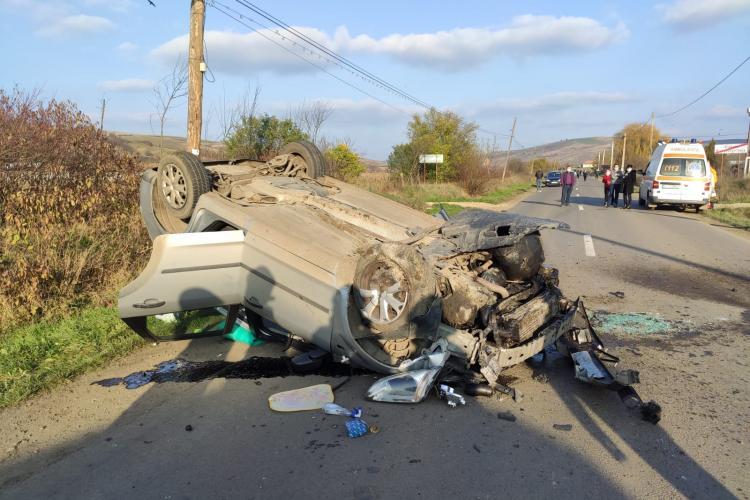 Accident la Viișoara, cu un autoturism făcut praf! Surprinzător nimeni nu a pățit nimic - FOTO
