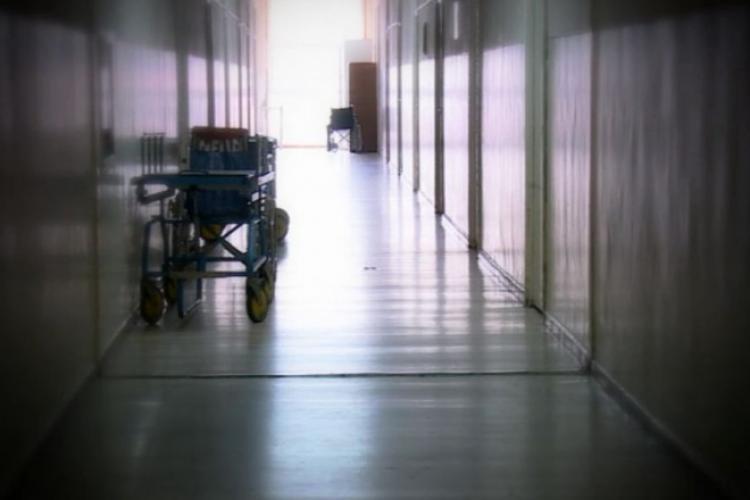 Imagini de GROAZĂ la un spital din România. Bolnavii Covid cu afecțiuni psihice stau dezbrăcați pe holurile spitalului FOTO