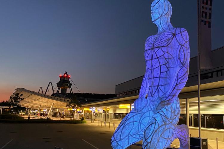 Luna va fi expusă din nou la Cluj, alături de o instalație care înfățișează o siluetă umană de 6 metri înălțime