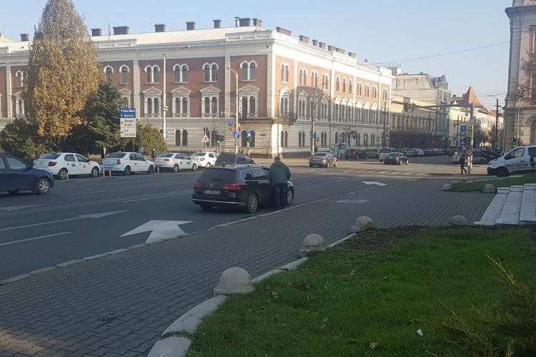 Șofer tupeist prins de poliție, după ce a fost autorul moral al unui accident pe Eroilor. Totul a fost filmat - VIDEO