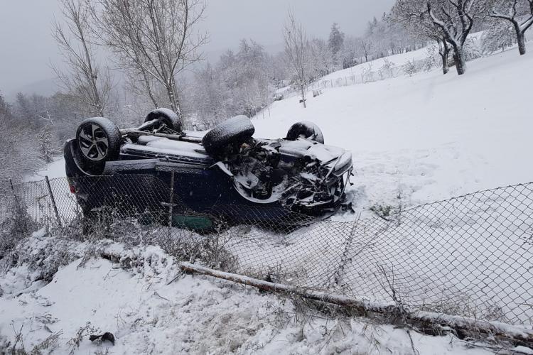 Autoturism răsturnat în Feleacu, sâmbătă dimineața - FOTO