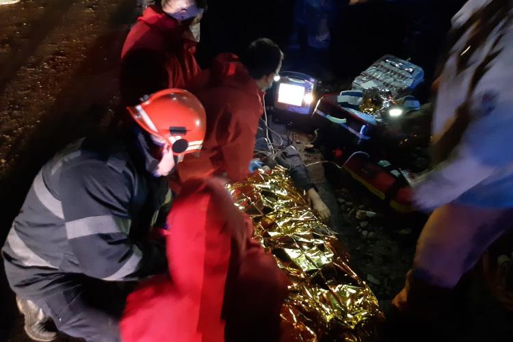 Incident la Mociu! Femeie prinsă sub un Mercedes Vito - FOTO