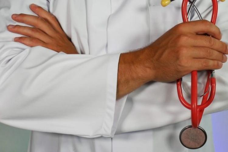 """Medic de familie din Cluj către pacient: """"Fuck you!"""" Omul, cetățean străin, ceruse un simplu concediu medical - EXCLUSIV"""