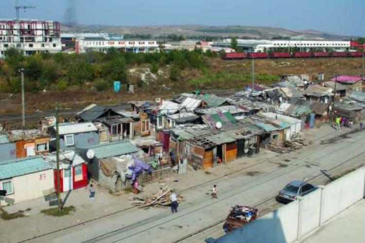 Peste 30 de locuințe sociale vor fi cumpărate pentru oamenii de la Pata Rât